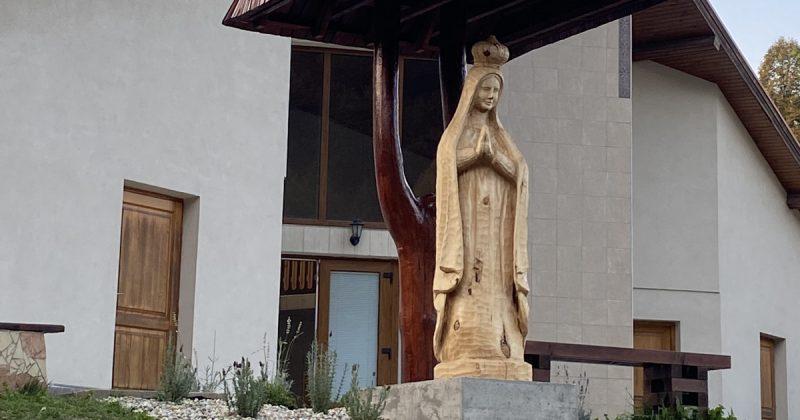 Povina má sochu svojej patrónky